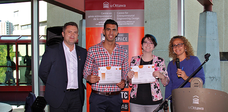 Les gagnants de la compétition 2017 recevants leurs prix.